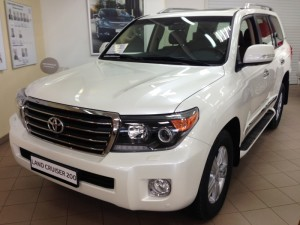 Toyota-Land-Cruiser-200-2014